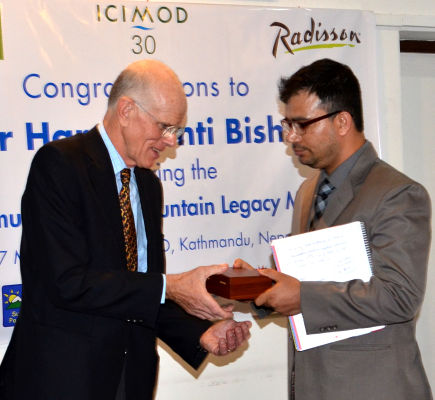 Dr. Kumar Mainali handing Sir Edmund Hillary Mountain Legacy Medal to Peter Hillary (son of Sir Edmund) for presentation to Dr. Harshwanti Bisht